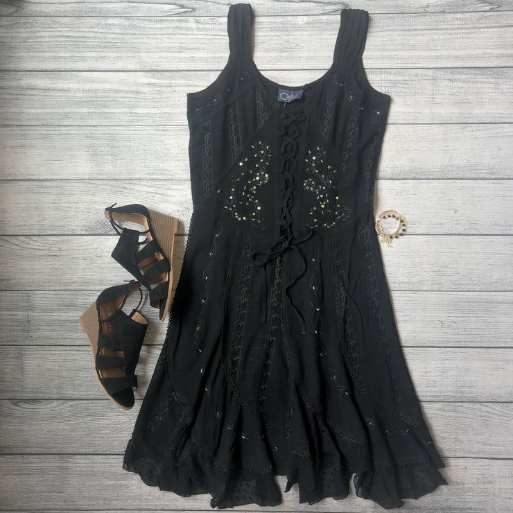 Image of a black dress with high heel sandals - 9Lilas