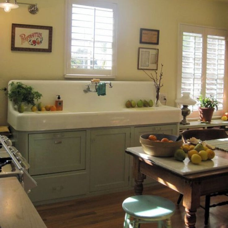country style farmhouse sink in kitchen