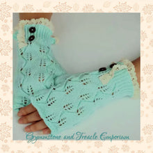 Knitted Gloves with crochet trim in mint