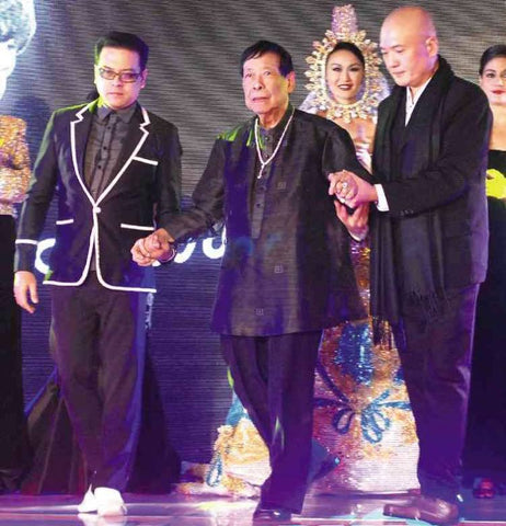 Aureo Alonzo in a black piña Barong Tagalog in 2013 at a tribute fashion show produced in his honor