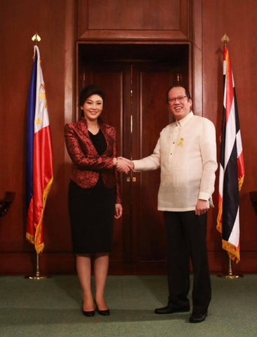 Aquino meets with the Prime Minister of Thailand in his signature Barong Tagalog