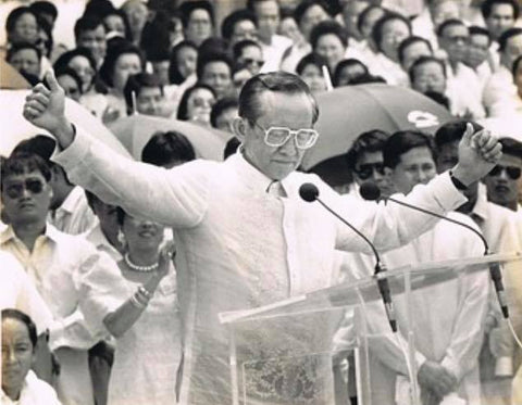 Ramos delivers a speech at his 1992 inauguration. His Barong Tagalog appears to be hand embroidered and made of piña.