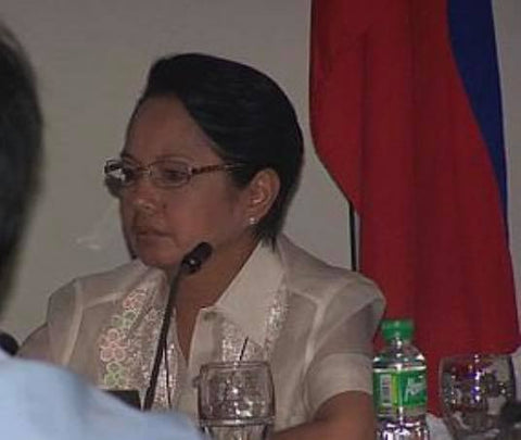 Arroyo wears a short sleeve barong while in this Joint Cabinet and National Disaster Coordinating Council meeting