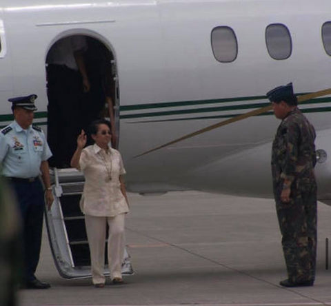 Arroyo arrives in Iloilo during Typhoon Frank. She wears a barong