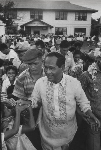 Garcia walks through a crowd of supporters in his Barong Tagalog.