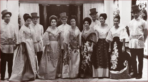 A photo from the 1960s of some of the elite of the Philippines in Filipiñiana clothing. The men wear pleated barongs.