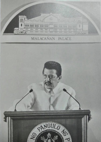 Estrada delivers his 100th day report on the nation in a barong in October 8, 1998