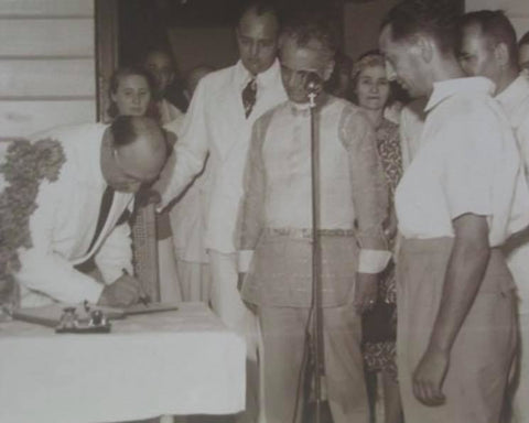 Alex Frieder signs the dedication of Marikina Hall as President Quezon (in the Barong Tagalog) watches