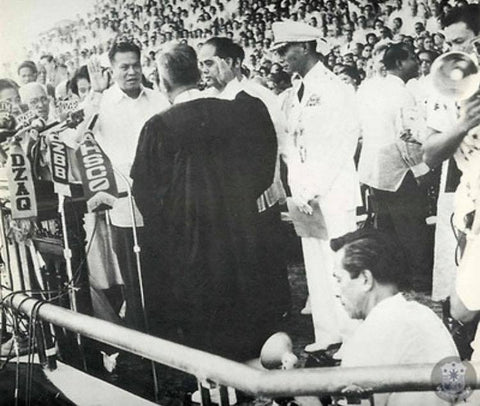 Magsaysay is sworn in at his inauguration ceremony by Chief Justice Ricardo Paras on Dec 30, 1953