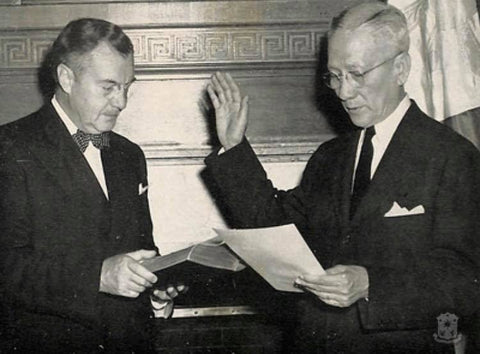 Sergio Osmeña is sworn in as President of the Philippines by Associate Justice of the US Supreme Court Robert H. Jackson on August 1, 1944