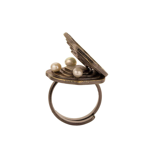 Madiha Jaipur Ring Pearl Shell Ring