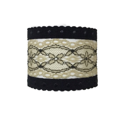 Anais set in Beige. Three Bandtz hair ties, one elastic lace band, two demi-dot elastic bands, good for thick hair, thin hair, good hair days and bad hair days.