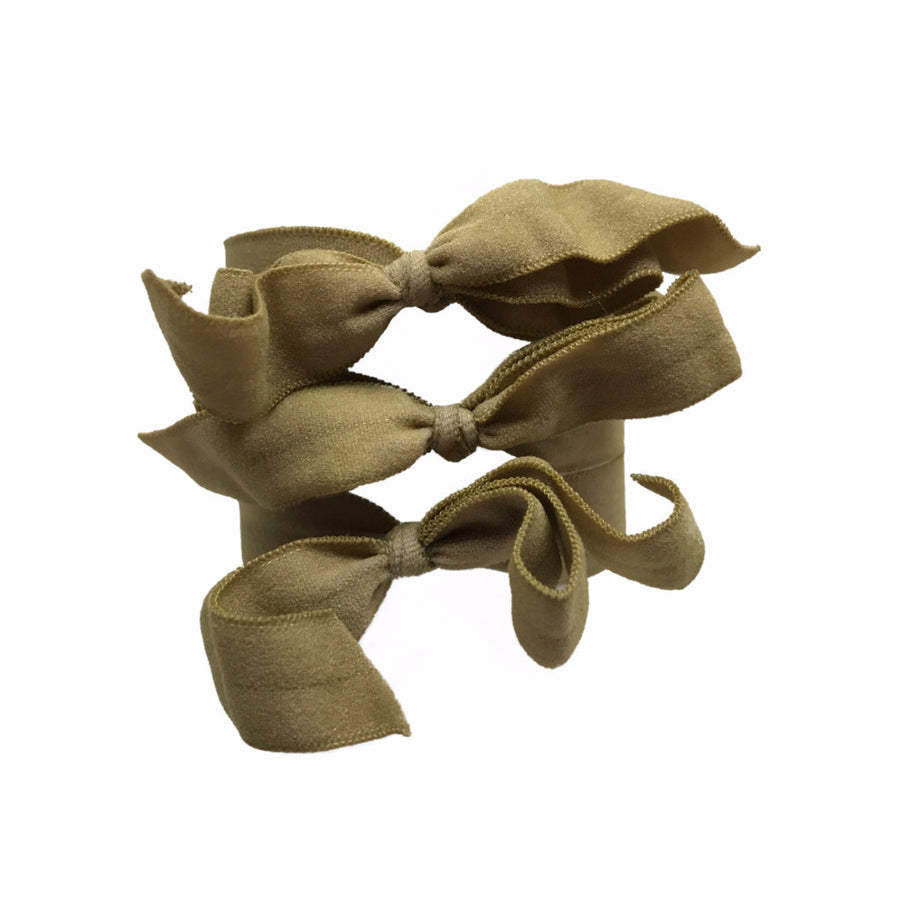 Encore Set by Bandtz in Taupe. Three matte elastic hair bows in a classic neutral tone. Favorite for blondes and brunettes. Long lasting, no fray hair bows. Favorite hair tie for thick hair and thin hair. Kind to the hair.