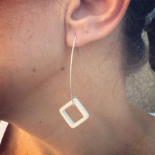 BOX EARRING