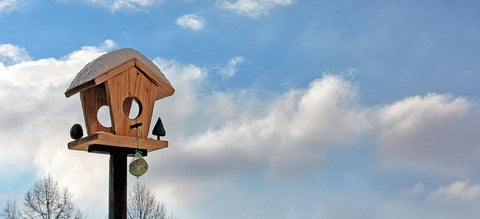 best summer woodworking projects banner- pic of birdhouse