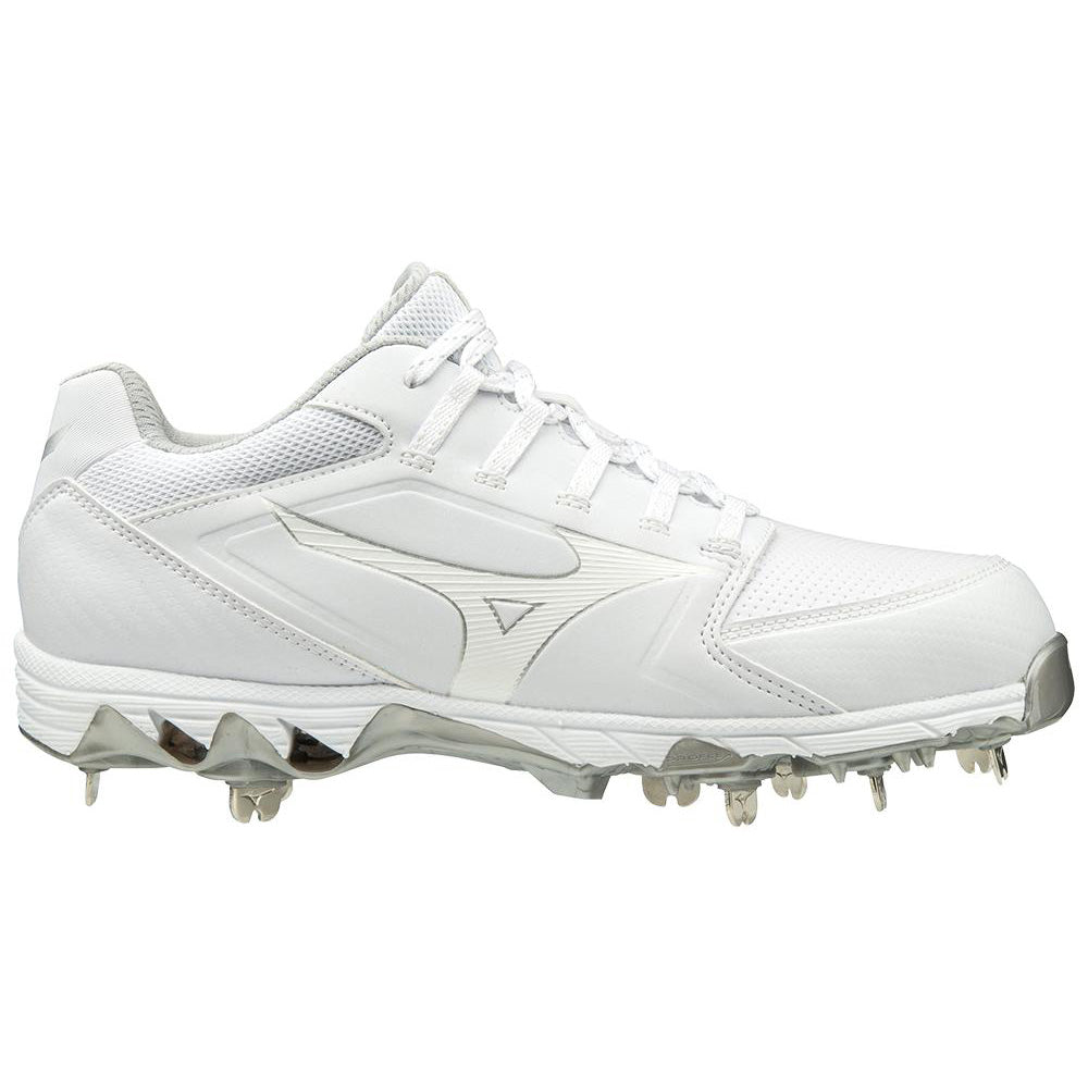 Low Metal Fastpitch Softball Cleats