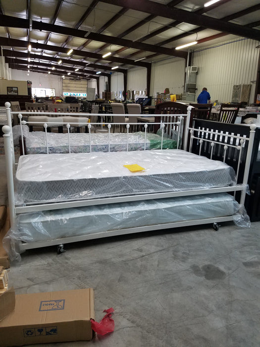 Daybed With 2 Mattresses