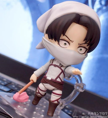 Attack on Titan: Captain levi cleaning Action Figure