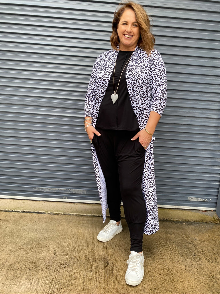 THE BAMBOO POCKET CARDI - BLACK LEOPARD