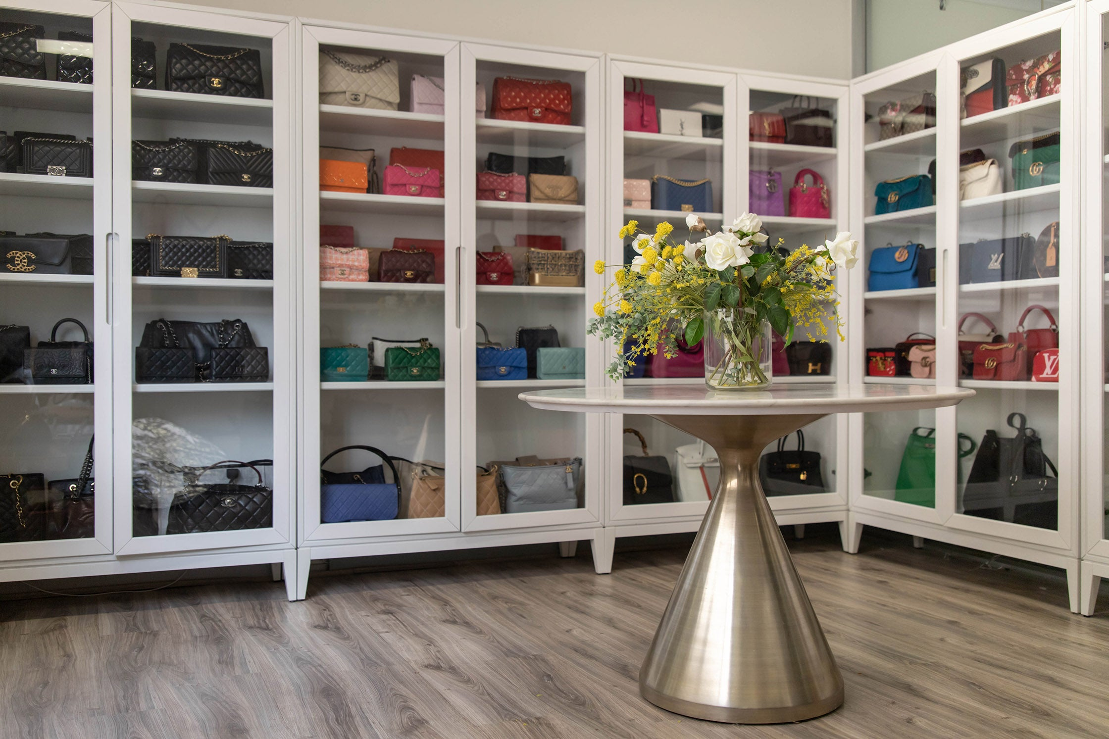 display case for purses