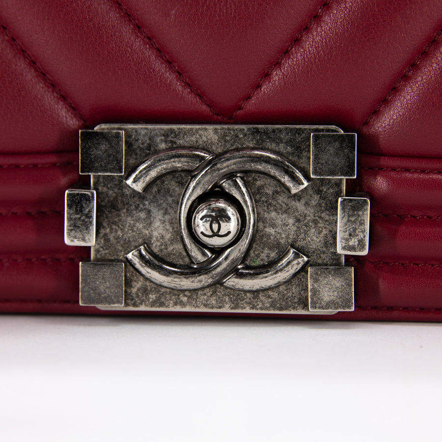 Chanel Chevron Old Medium Boy Maroon