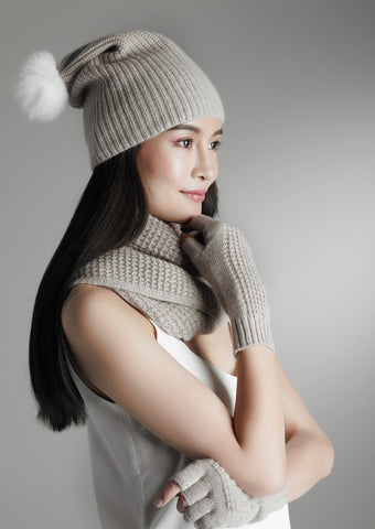 Cashmere hat with rabbit hair ball