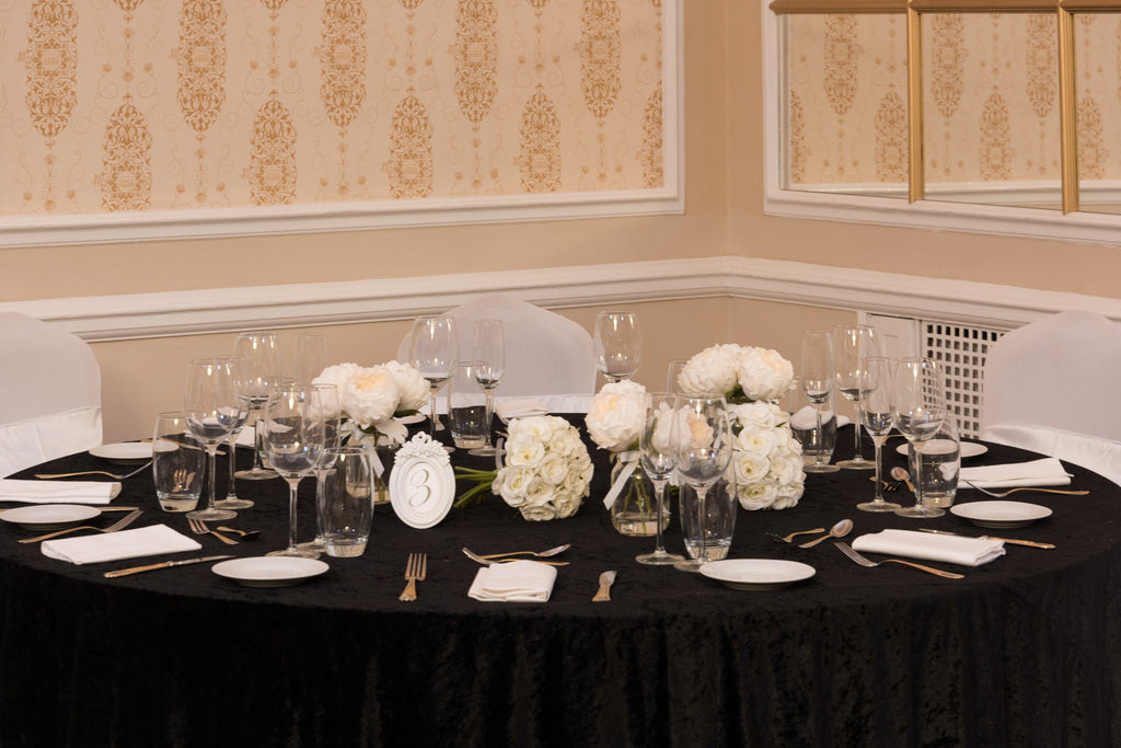 Round Crushed Velvet Black Table Cloths, Table Cloths, Scene My Event, Scene My Event - Scene My Event