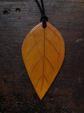 Load image into Gallery viewer, Leather Leaf Oil Diffuser