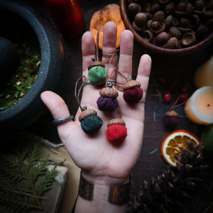 Enchanted Acorn Ornaments - Hearthside Scent - Hammerthreads