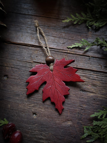 Maple Leaf Ornament - Hammerthreads