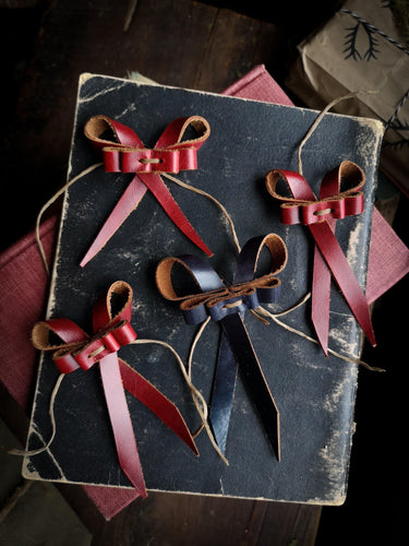 Recycled Leather Bows - Medium - Hammerthreads