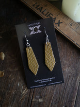 Load image into Gallery viewer, Geometric Earrings - Pear