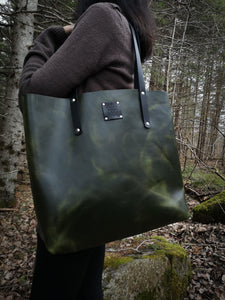 The Everyday Tote in Malachite - Large