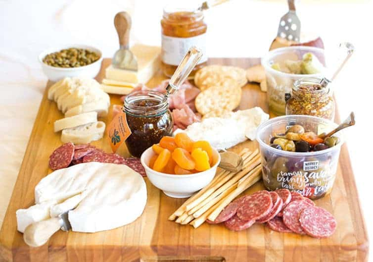 Top Tips for Choosing a Perfect Cheese Cutting Board