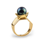 The Queen Gold Black Pearl Ring