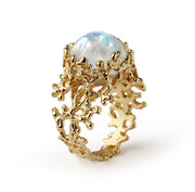 arosha taglia gold rainbow moonstone ring