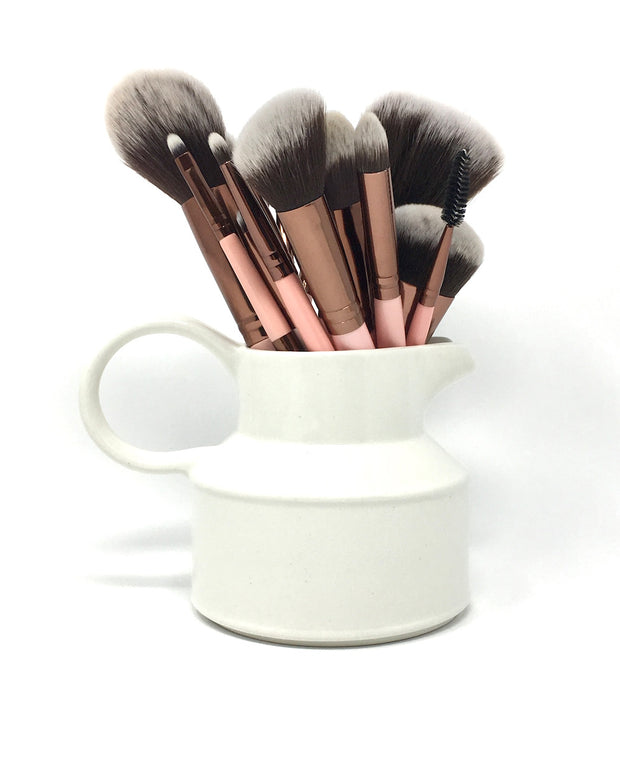 Precision, professional quality results without harming animals or the environment. Hypoallergenic, vegan, cruelty-free and gentle on the skin. With a pink wooden handle and rose gold ferrule, these 16 brushes will light up your makeup organizer or professional kit. Achieve everything from a natural makeup look to an airbrush makeup finish.