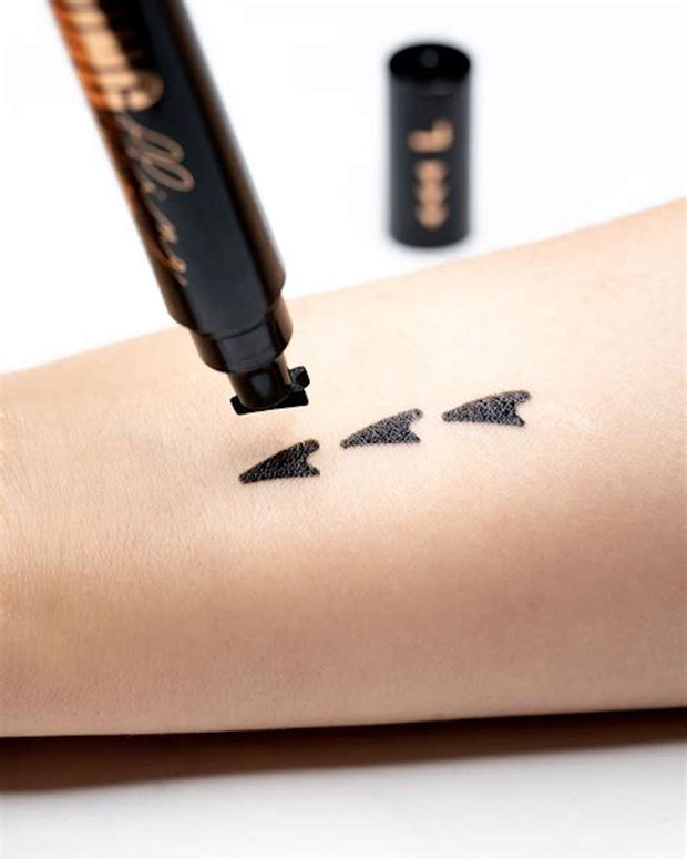 all-natural Wing Fling is a easy as two steps to a perfect cat eye! Stop arriving late. Get perfect wing liner in a pinch.