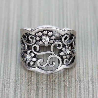 Flower Engraved Silver Ring - The Blue Attic