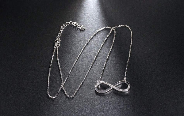 Women's Necklaces and Pendants