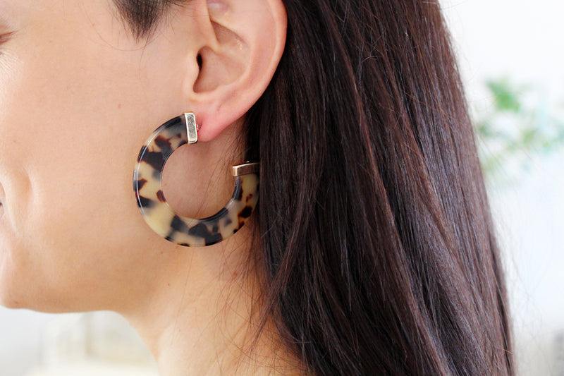 Chic Tortoise Open Hoop Earrings Shop Now At Kendry Collection Boutique