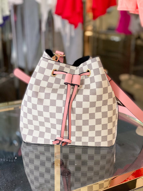 White and Pink Checkered Pattern Bucket Bag