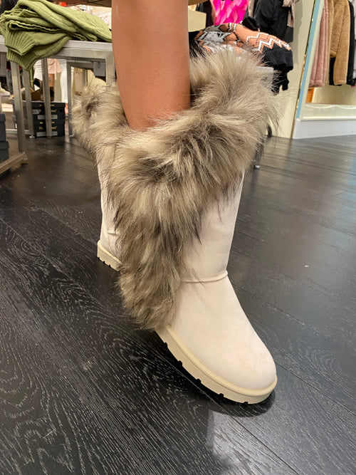 Off White Faux Fur Lined Boots - Kendry Collection Boutique
