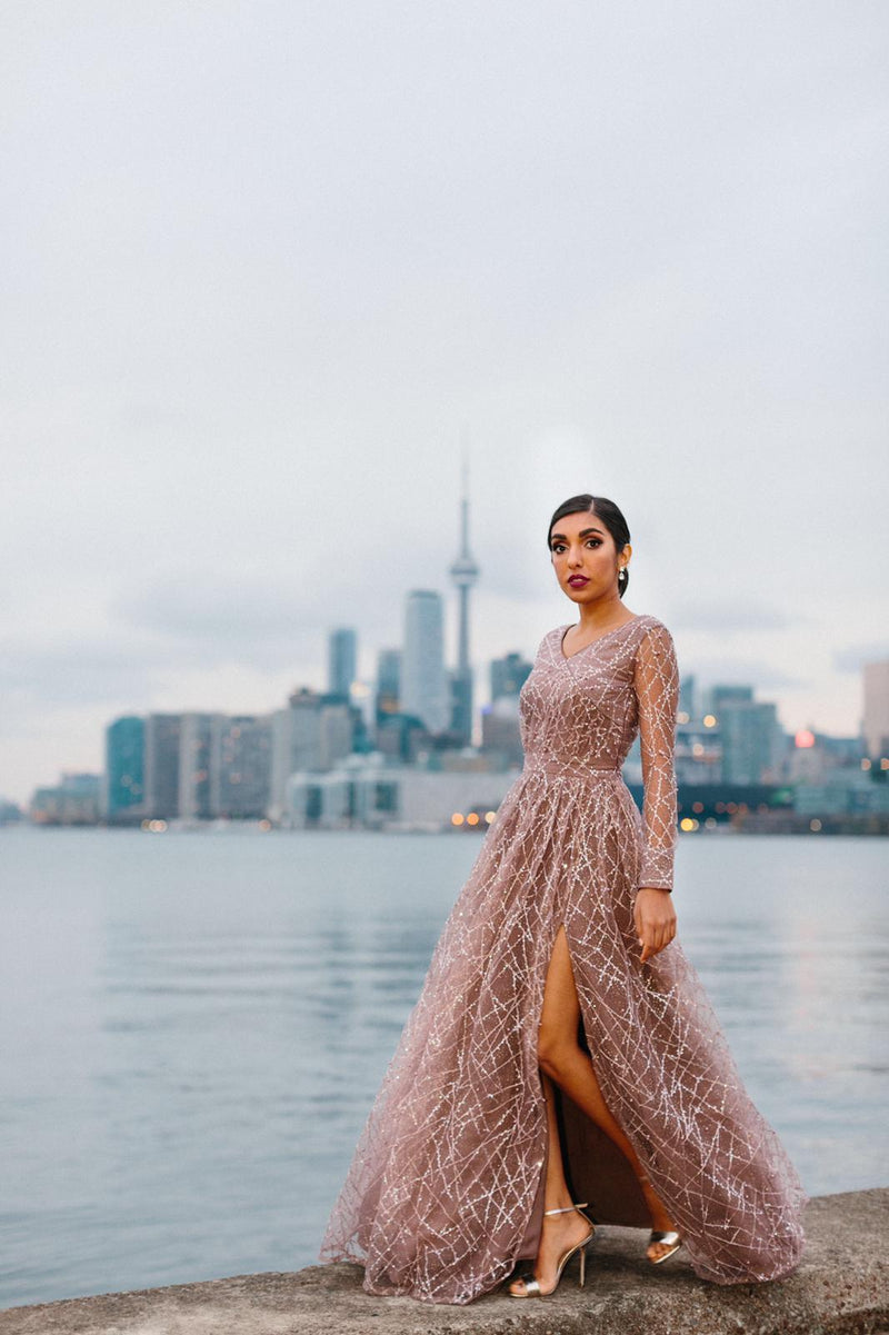This past weekend, renowned poet Rupi Kaur returned home to Toronto for her Homecoming show! Mani Jassal had the honour of dressing the famous poet, ...
