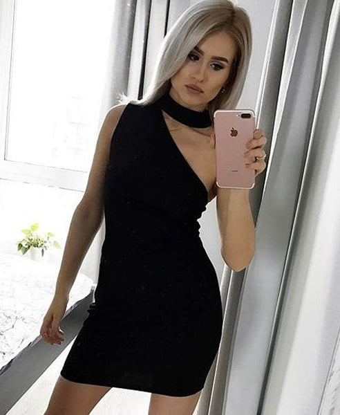 Bella London Ivy Black sleeveless one shoulder dress with choker collar and bodycon fit. Front selfie photo.