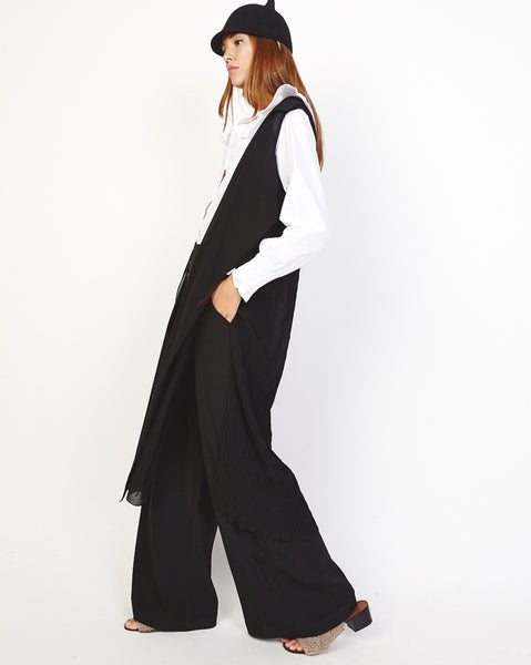Bella London 'Una' Black Chiffon Sleeveless Duster Trench Coat Vest. Side View.