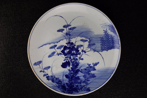 IMARI BLUE AND WHITE PORCELAIN AUTUMN FLOWER PATTERN LARGE PLATE