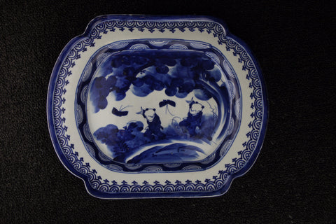 IMARI BLUE AND WHITE PORCELAIN CORNER CUT PLATE