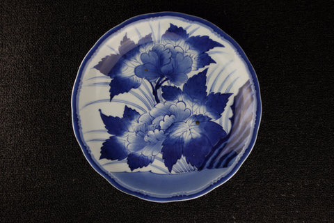 BLUE AND WHITE PORCELAIN PEONY PATTERN PLATE | TLS Living