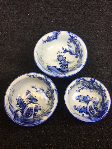 3-PIECE IMARI BLUE AND WHITE PORCELAIN FLOWER PATTERN BOWLS